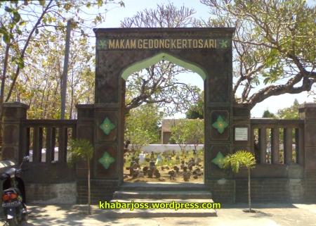 Gapuro pintu masuk Makam Gedong  Kelurahan Kertosari, Ponorogo