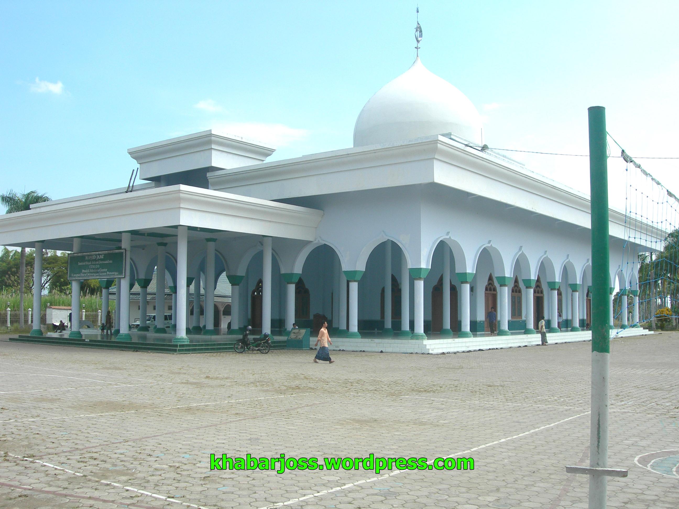 Masjid Darussalam University Isid Gontor Dari Sisi Depan